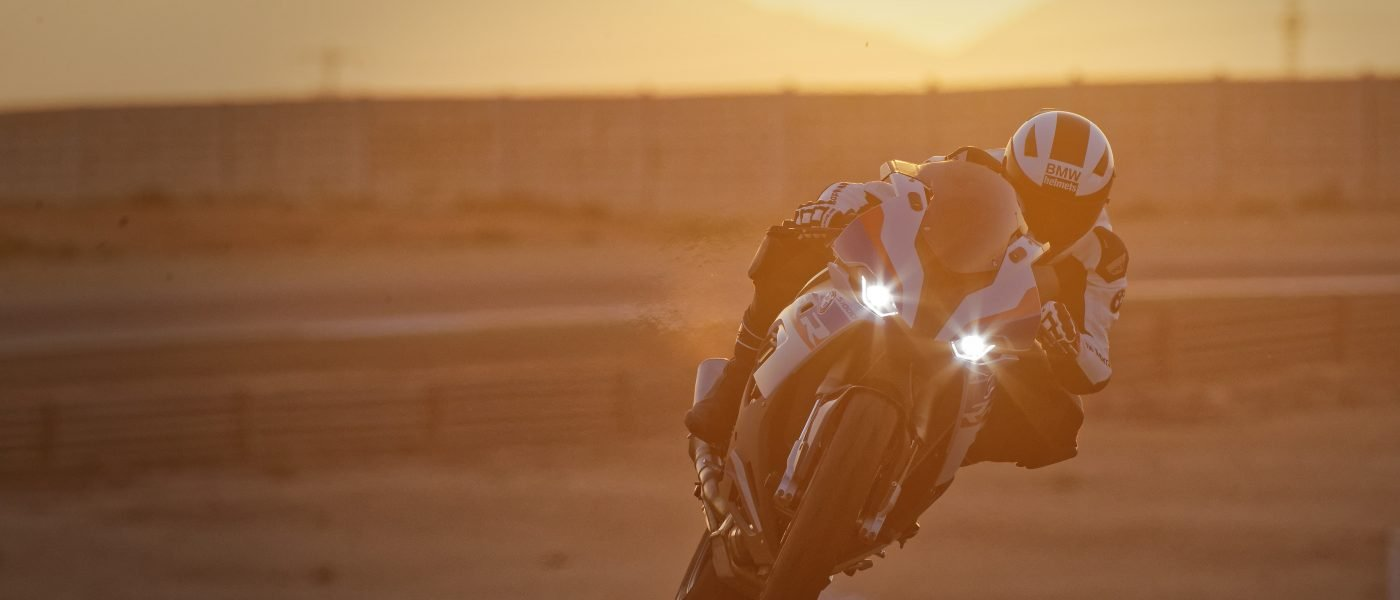 P90327340_highRes_the-new-bmw-s-1000-r
