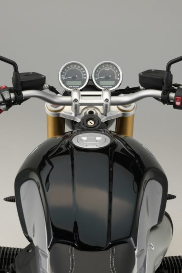 P90240317_highRes_the-new-bmw-r-ninet-