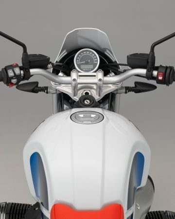 P90235466_lowRes_the-new-bmw-r-ninet-