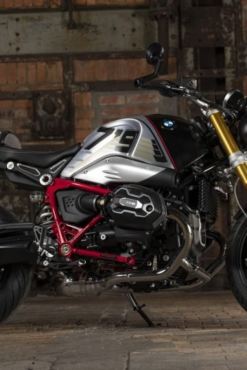 P90402075_highRes_the-bmw-r-ninet-10-2