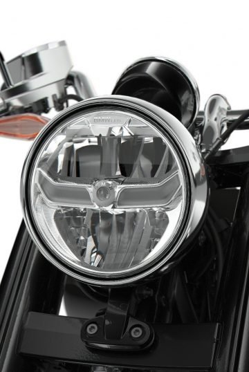 P90386699_lowRes_the-bmw-r-18-04-2020